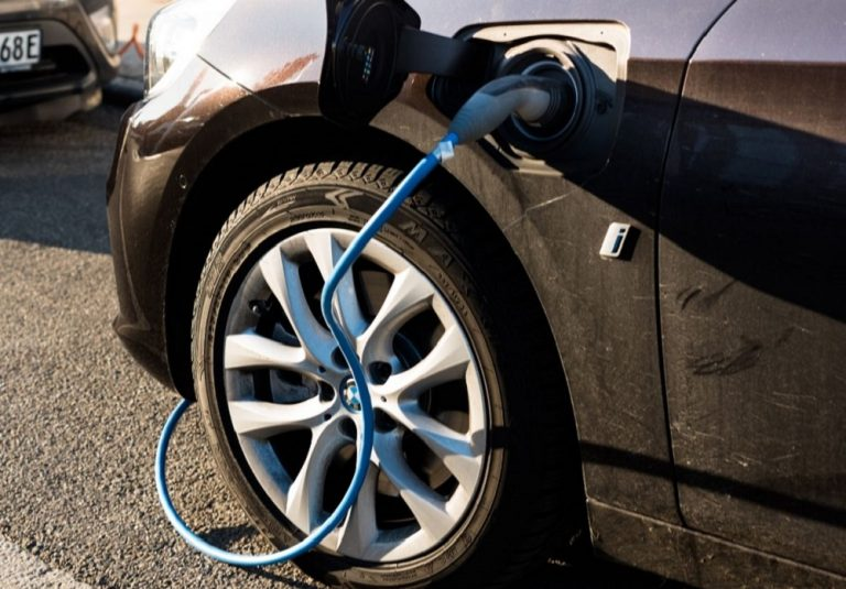 How Much Does It Cost To Charge a BMW I3?